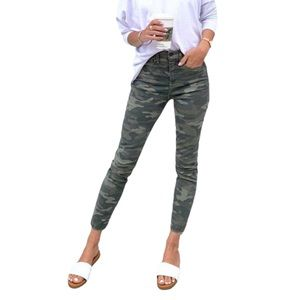 NWOT • Ladies Camo Pattern Skinny Ankle Super Stretch Soft Mid Rise Pants